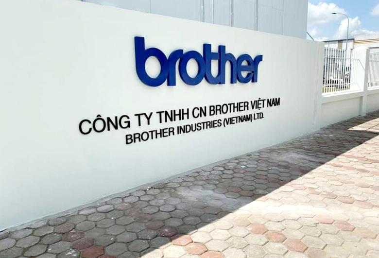 nha-may-brother-1