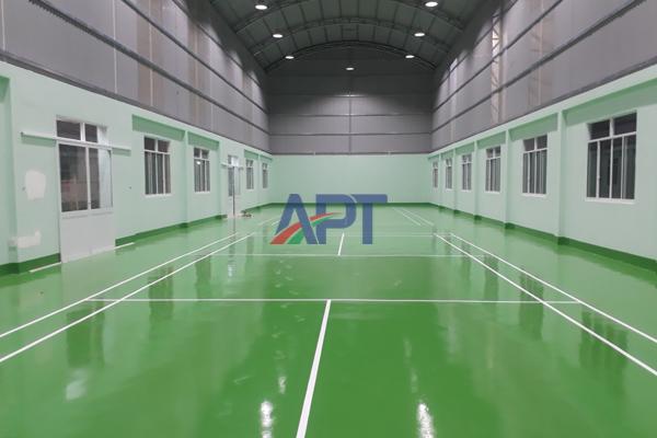Sơn epoxy APT – Giải pháp bảo vệ sàn bê tông cho sân thể thao trong nhà và ngoài trời